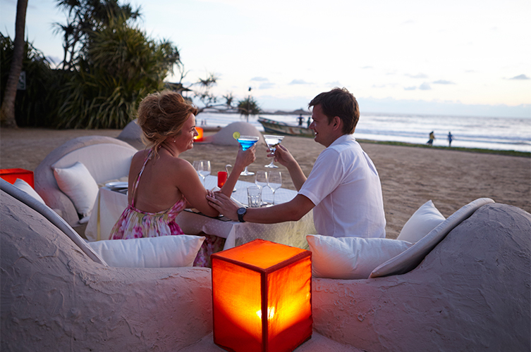 beach-couple-honeymoon-sri-lanka-the-surf