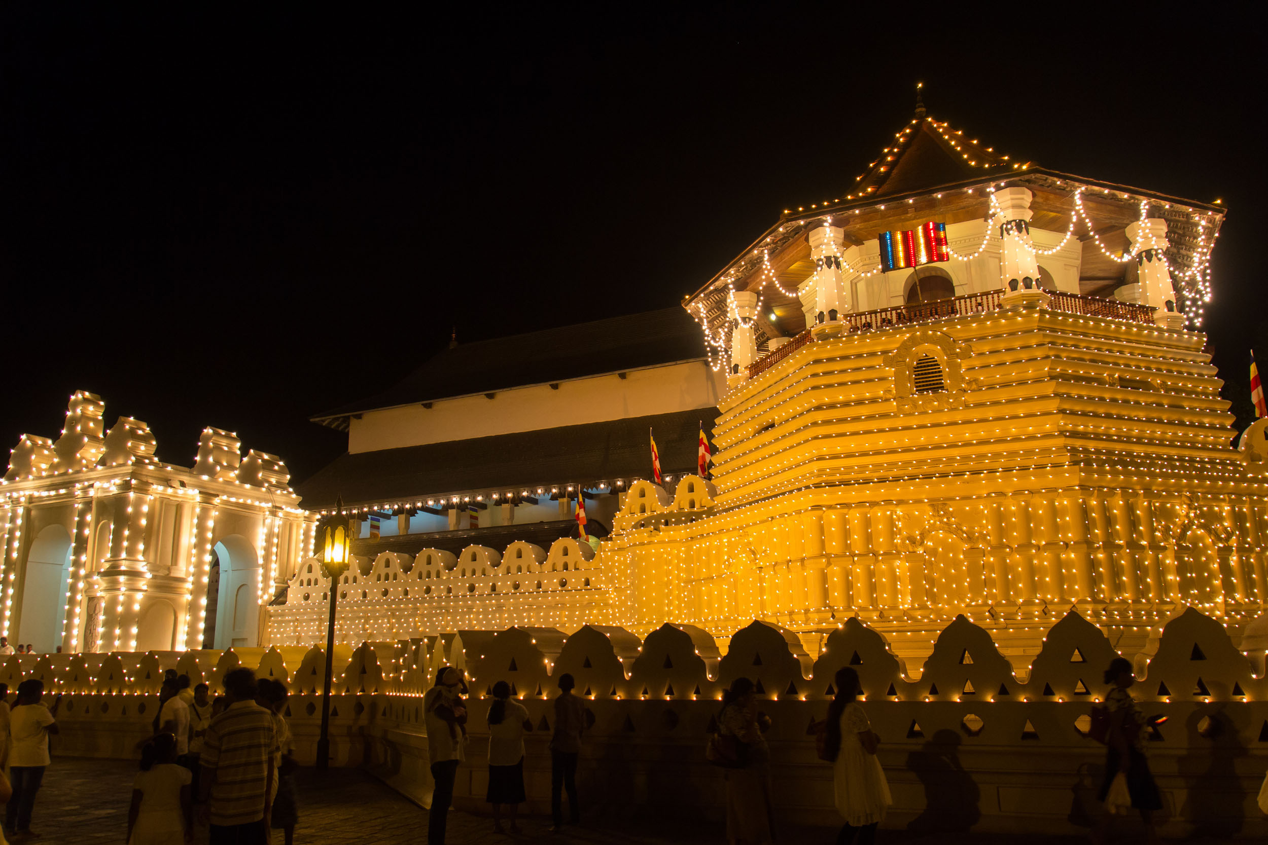 kandy-temple-of-the-tooth-sri-lanka
